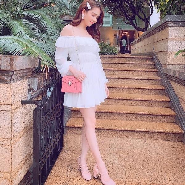 Diệu Nhi khoe thời trang sân bay như bà bầu đi đẻ - Mai Phương Thúy phô cặp giò trứ danh với váy ngắn cũn-8
