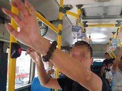 Hà Nội: Người đàn ông ngang nhiên 'tự sướng' cạnh nữ sinh cấp 2 trên xe buýt gây phẫn nộ