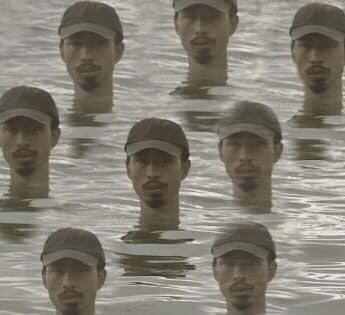 Tin được không, Charlie Puth ở tận trời Tây mà vẫn kịp bắt trend ngâm mình dưới nước mặn mòi da dẻ của Đen Vâu-4