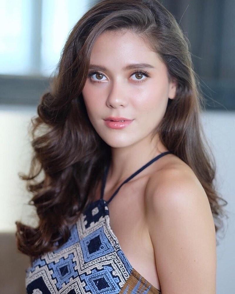Bản tin Hoa hậu Hoàn vũ 21/6: Dung nhan Hoàng Thùy tắt nắng thê thảm trước tượng đài sắc đẹp Dayana Mendoza-11