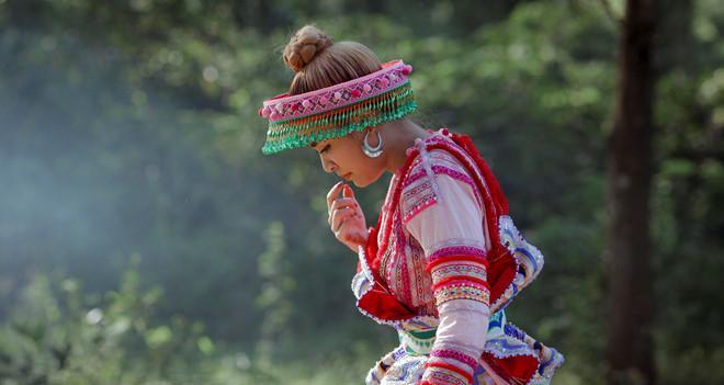 Lý do Hoàng Thùy Linh chọn trang phục dân tộc Mông trong MV mới-3