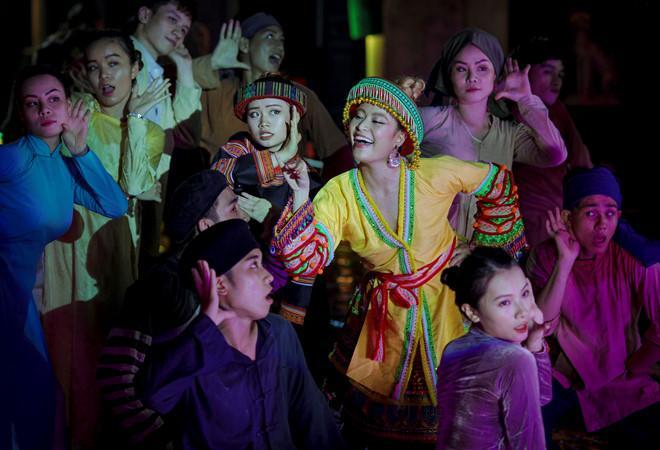 Lý do Hoàng Thùy Linh chọn trang phục dân tộc Mông trong MV mới-10