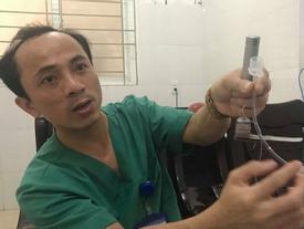 Lời kể của bác sỹ về 7 phút 'sinh tử' cứu cháu bé hóc thạch từ cõi chết trở về
