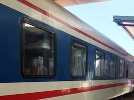 Tiếp viên đường sắt giải cứu 2 cô gái bị ép làm thuê tại quán karaoke