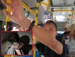 Thanh niên biến thái vạch của quý thủ dâm ngay sau lưng 2 cô gái trên xe buýt-3