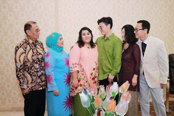 Cặp đũa lệch chồng xinh, vợ xấu và đám cưới lạ đời khiến Tổng thống cũng tò mò tới xem-3