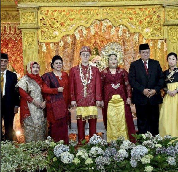 Cặp đũa lệch chồng xinh, vợ xấu và đám cưới lạ đời khiến Tổng thống cũng tò mò tới xem-4