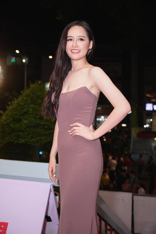 Chỉ diện đầm đơn sắc bó sát, Mai Phương Thúy vẫn xinh đẹp ngỡ ngàng lấn lướt dàn Hoa hậu Việt Nam-1