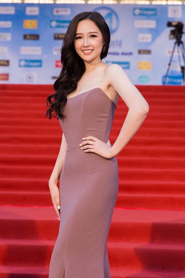 Chỉ diện đầm đơn sắc bó sát, Mai Phương Thúy vẫn xinh đẹp ngỡ ngàng lấn lướt dàn Hoa hậu Việt Nam-2