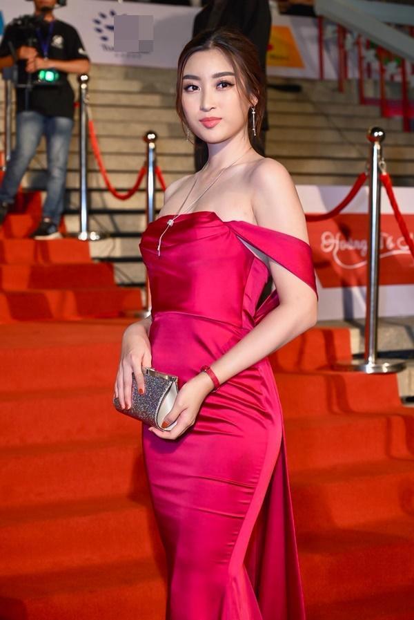 Chỉ diện đầm đơn sắc bó sát, Mai Phương Thúy vẫn xinh đẹp ngỡ ngàng lấn lướt dàn Hoa hậu Việt Nam-5