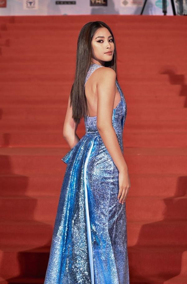 Chỉ diện đầm đơn sắc bó sát, Mai Phương Thúy vẫn xinh đẹp ngỡ ngàng lấn lướt dàn Hoa hậu Việt Nam-3