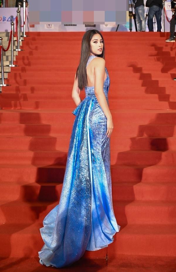 Chỉ diện đầm đơn sắc bó sát, Mai Phương Thúy vẫn xinh đẹp ngỡ ngàng lấn lướt dàn Hoa hậu Việt Nam-4