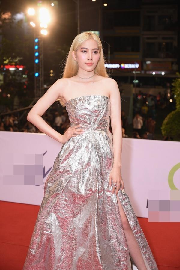 Chỉ diện đầm đơn sắc bó sát, Mai Phương Thúy vẫn xinh đẹp ngỡ ngàng lấn lướt dàn Hoa hậu Việt Nam-8