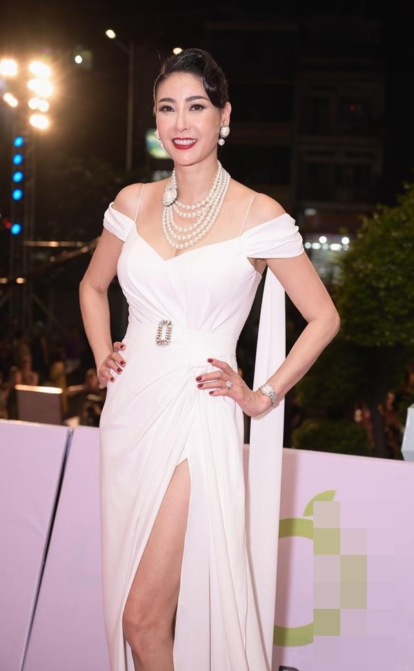 Chỉ diện đầm đơn sắc bó sát, Mai Phương Thúy vẫn xinh đẹp ngỡ ngàng lấn lướt dàn Hoa hậu Việt Nam-9