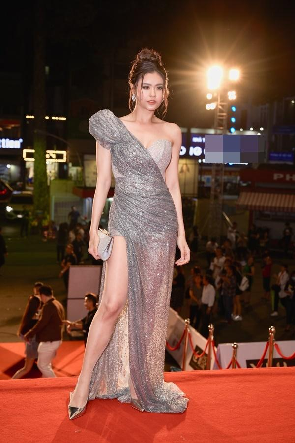 Chỉ diện đầm đơn sắc bó sát, Mai Phương Thúy vẫn xinh đẹp ngỡ ngàng lấn lướt dàn Hoa hậu Việt Nam-12