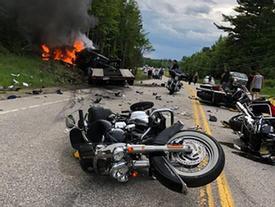 Bán tải đâm đoàn môtô, 7 người thiệt mạng