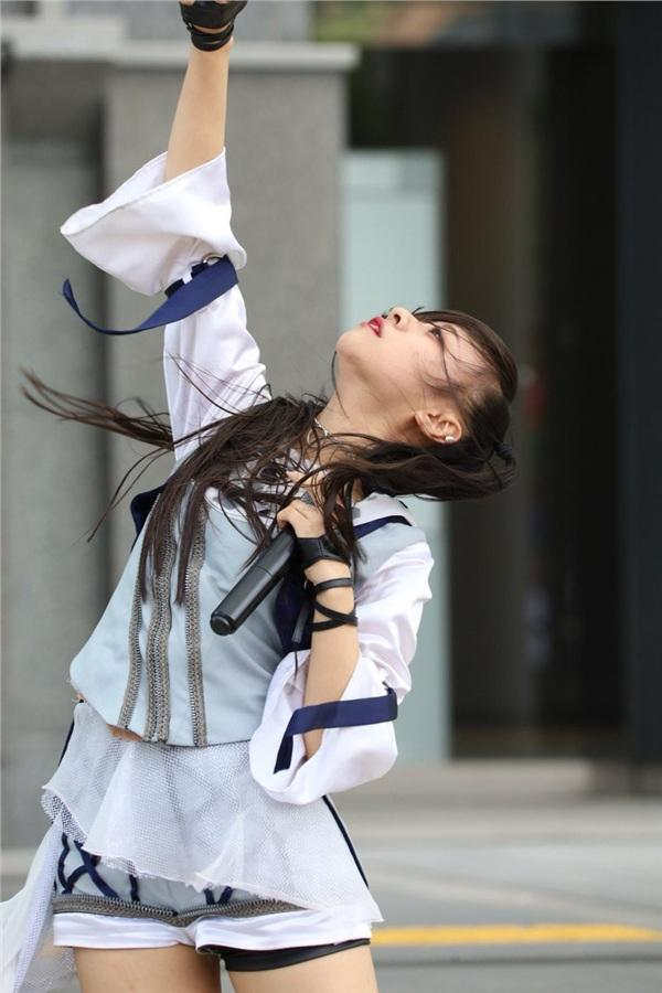 Đầu tư trang phục sống ảo gái xinh khiến người xem hết hồn vì ảnh nhận được không khác poster phim kinh dị-5