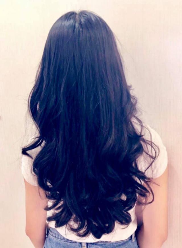 Đẹp chuẩn hotgirl chưa là gì, con gái MC Quyền Linh còn tự tay làm tóc đẹp không kém ngoài tiệm-4