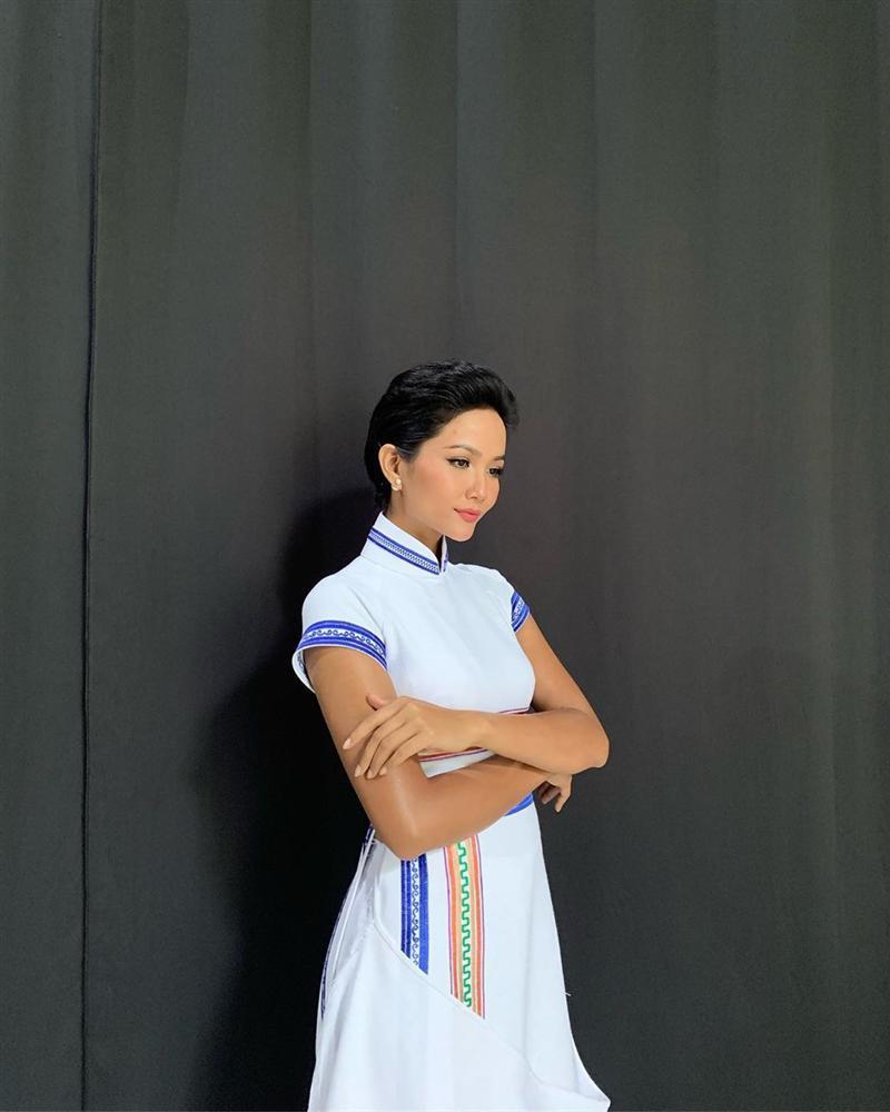 Bản tin Hoa hậu Hoàn vũ 23/6: HHen Niê mặc áo dài phá cách vẫn không chặt nổi giai nhân mang 4 dòng máu lai-2