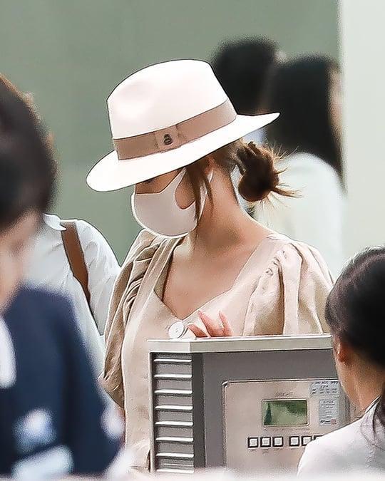 Đeo khẩu trang kín mít nhưng Park Min Young vẫn bị tóm gọn khi cùng gia đình sang nước ngoài du lịch-3
