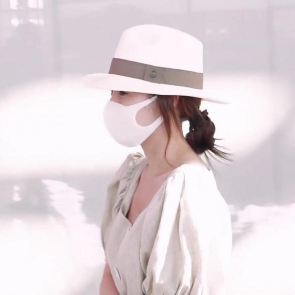 Đeo khẩu trang kín mít nhưng Park Min Young vẫn bị tóm gọn khi cùng gia đình sang nước ngoài du lịch-4