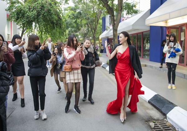 Bí mật hậu trường tiết lộ sao Việt muốn đẹp phải chịu đau-7