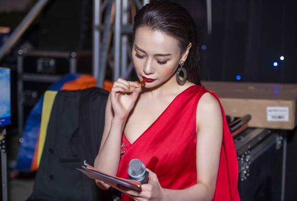 Bí mật hậu trường tiết lộ sao Việt muốn đẹp phải chịu đau-8