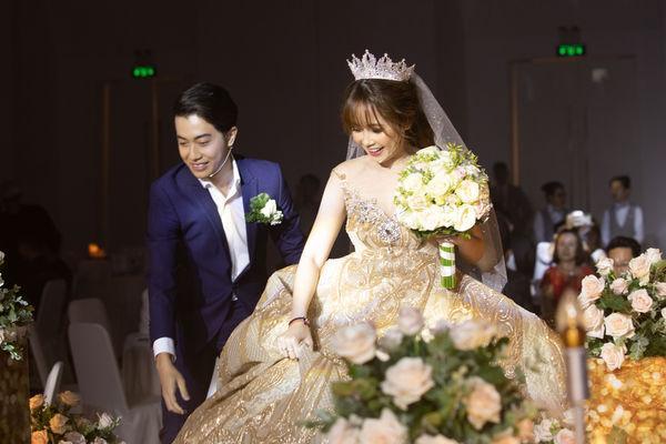 Cris Phan nghẹn ngào nhắn Mai Quỳnh Anh trong đám cưới ở TP.HCM: Việt Nam có 95 triệu người nhưng anh lại tìm được em-1