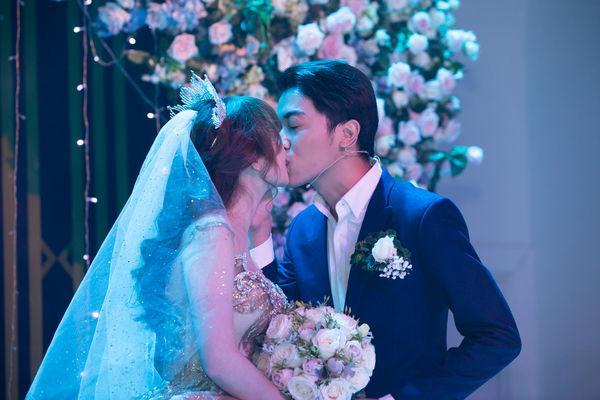 Cris Phan nghẹn ngào nhắn Mai Quỳnh Anh trong đám cưới ở TP.HCM: Việt Nam có 95 triệu người nhưng anh lại tìm được em-5