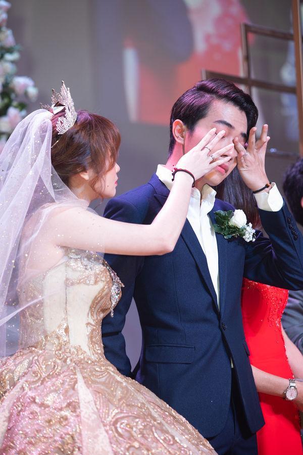 Cris Phan nghẹn ngào nhắn Mai Quỳnh Anh trong đám cưới ở TP.HCM: Việt Nam có 95 triệu người nhưng anh lại tìm được em-2
