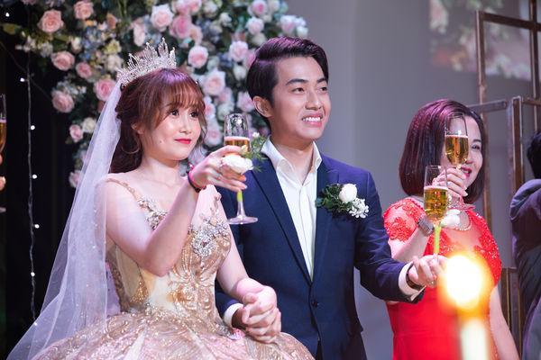 Cris Phan nghẹn ngào nhắn Mai Quỳnh Anh trong đám cưới ở TP.HCM: Việt Nam có 95 triệu người nhưng anh lại tìm được em-4