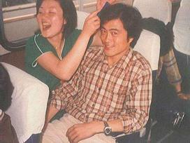 Đợi bạn trai đi tù 2 năm, cô gái không ngờ 40 năm sau thành đệ nhất phu nhân Hàn Quốc