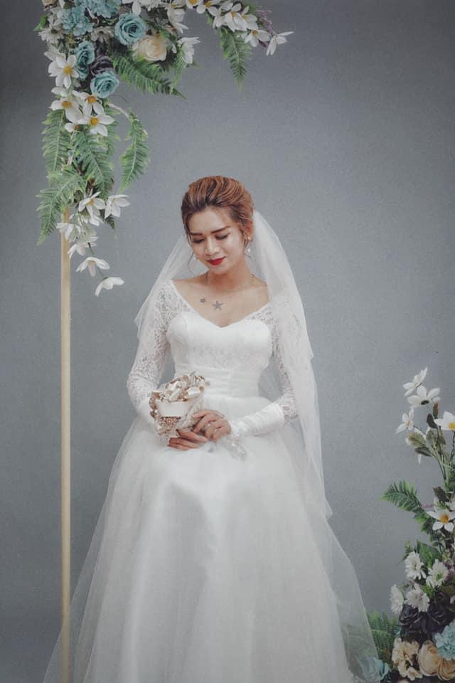 Cris Phan khoe ảnh tình bể bình bên Mai Quỳnh Anh trong đám cưới, BB Trần lầy lội mặc áo cô dâu đòi vào cướp chú rể-2