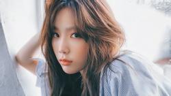 Fan bắt gặp TaeYeon hát trên đường phố châu Âu sau khi thừa nhận đang đấu tranh với bệnh trầm cảm