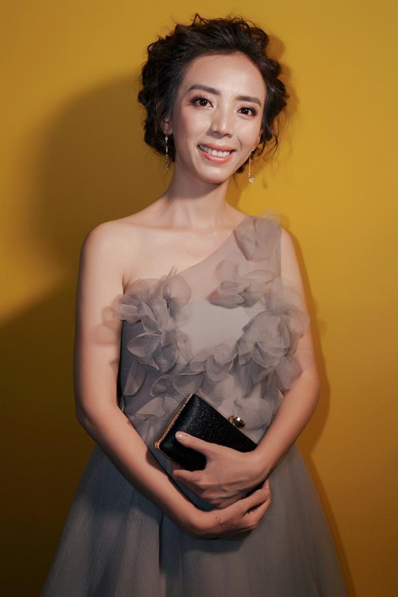 NGẠC NHIÊN CHƯA: Đang gầy nhẳng, diễn viên hài Thu Trang bỗng nhiên sở hữu body nóng bỏng chẳng kém hoa hậu-10