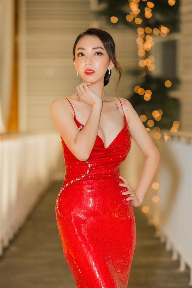 NGẠC NHIÊN CHƯA: Đang gầy nhẳng, diễn viên hài Thu Trang bỗng nhiên sở hữu body nóng bỏng chẳng kém hoa hậu-3