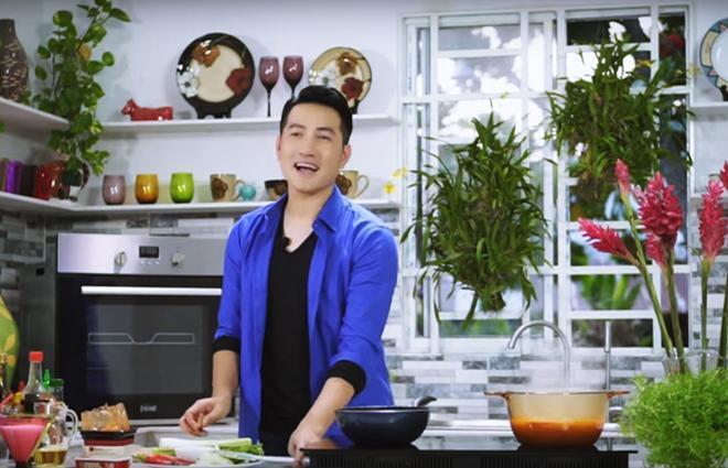 Hơn 40 tuổi chưa vợ con, trai đẹp Nguyễn Phi Hùng khiến chị em phải xấu hổ vì tài nấu ăn-3