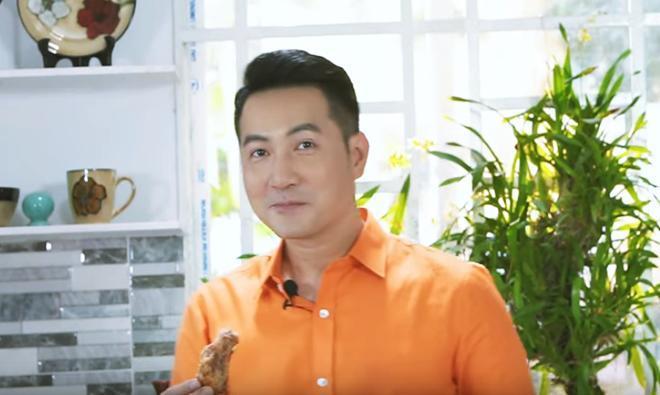 Hơn 40 tuổi chưa vợ con, trai đẹp Nguyễn Phi Hùng khiến chị em phải xấu hổ vì tài nấu ăn-7