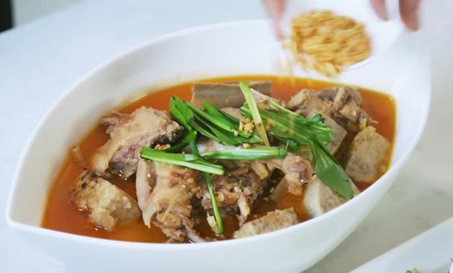 Hơn 40 tuổi chưa vợ con, trai đẹp Nguyễn Phi Hùng khiến chị em phải xấu hổ vì tài nấu ăn-13