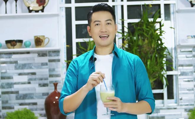 Hơn 40 tuổi chưa vợ con, trai đẹp Nguyễn Phi Hùng khiến chị em phải xấu hổ vì tài nấu ăn-14