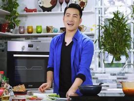 Hơn 40 tuổi chưa vợ con, trai đẹp Nguyễn Phi Hùng khiến chị em phải xấu hổ vì tài nấu ăn