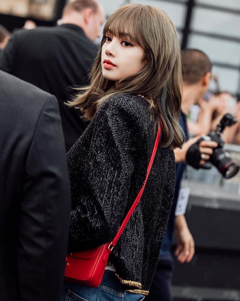 Lisa (BlackPink) khiến fan thòng tim vì xinh muốn xỉu tại Paris Fashion Week-3