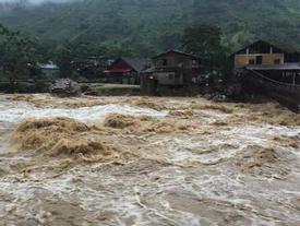 Mưa to đến rất to trút xuống miền Bắc, 3 người mất tích ở Lai Châu