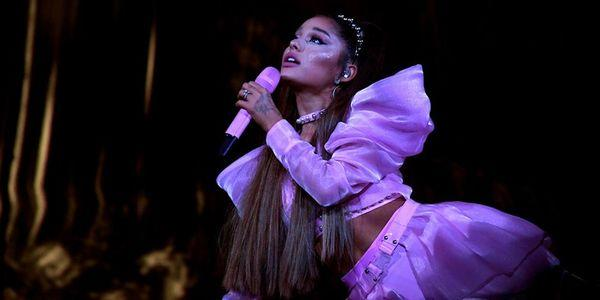 Clip: Ariana Grande mải mê hát, quăng micro xuống khán giả lúc nào không hay-3
