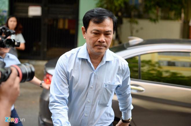 Clip: Ông Nguyễn Hữu Linh chạy trốn mọi người như... chạy giặc khi đến hầu tòa sáng nay-1