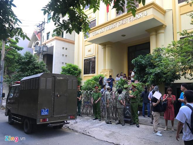 Clip: Ông Nguyễn Hữu Linh chạy trốn mọi người như... chạy giặc khi đến hầu tòa sáng nay-5