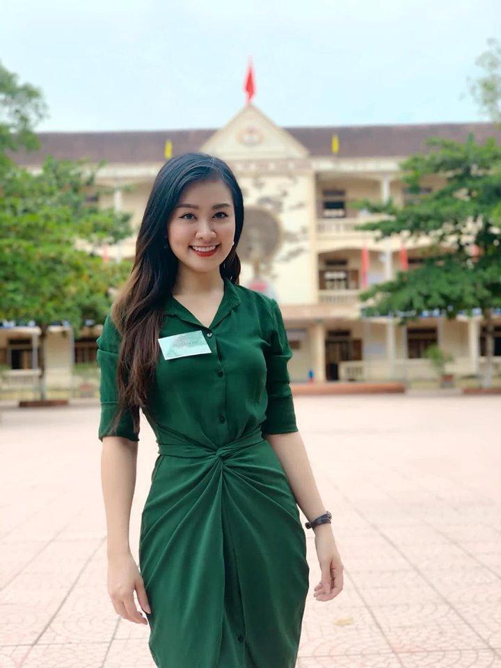 Cả mạng xã hội đang náo loạn trước loạt ảnh về nữ giám thị ở Nghệ An mặt đã đẹp body còn cực nóng bỏng-1