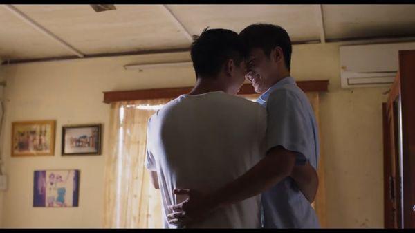 Hoàng thượng của Chi Pu hôn trai đẹp cuồng nhiệt trong phim đam mỹ-9