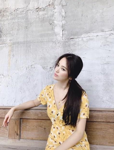 Song Hye Kyo gây thương nhớ khi xuất hiện với mái tóc dài nữ tính-1