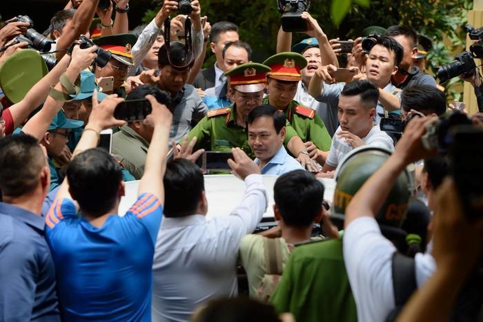 Con ông Nguyễn Hữu Linh phải tạm nghỉ học vì việc của bố-3